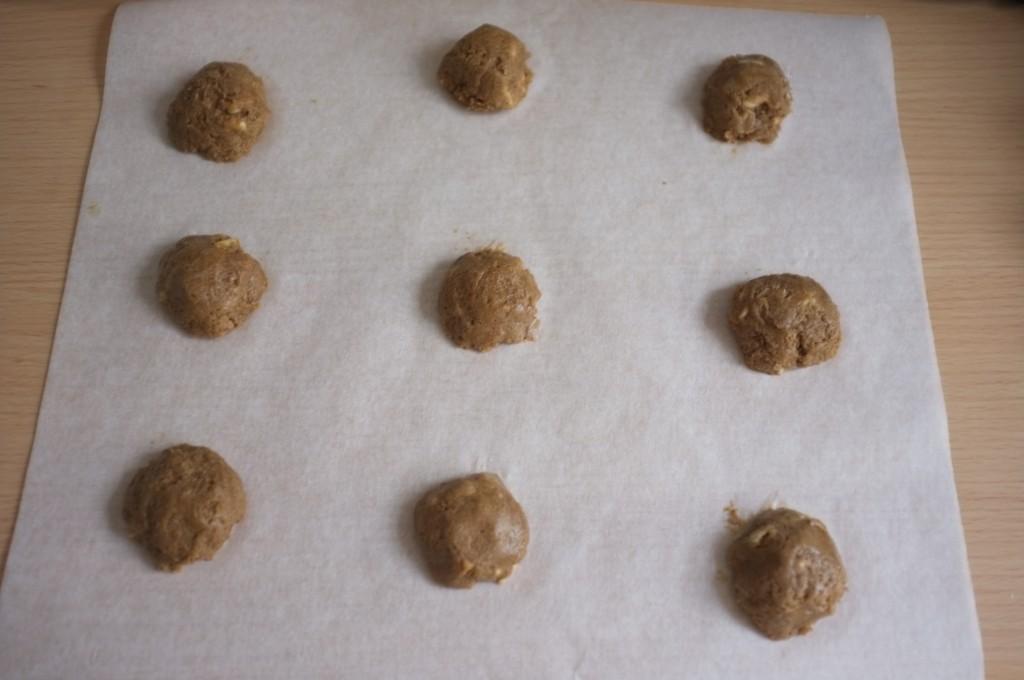 Les snickerdoodles en petite boules, lissé , avant d'être enfournés