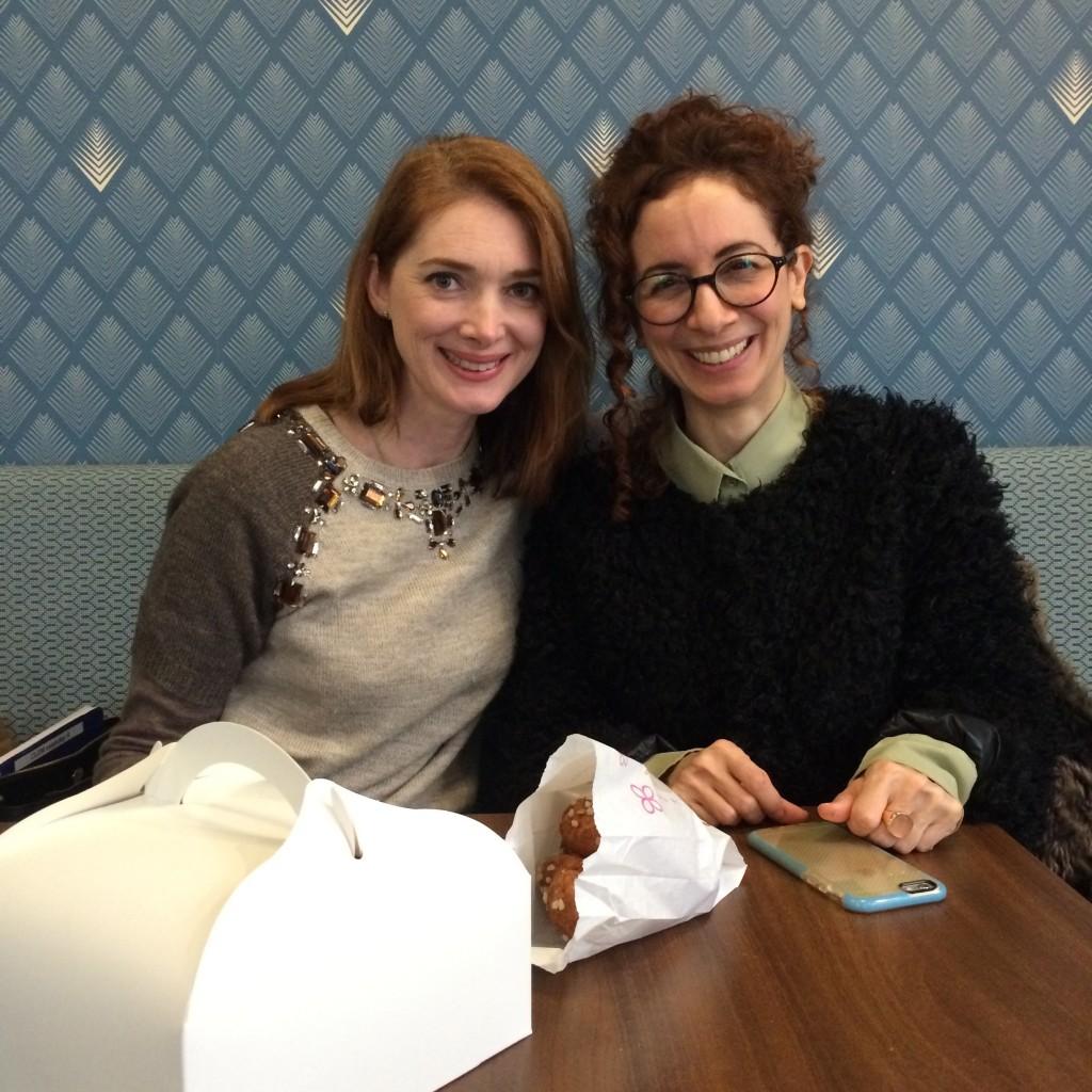 """Avec Chiara, du blog """"Baci Da Dama gluten free living""""... oui, la grosse boîte est remplis de pâtisserie pour goûter à la maison."""