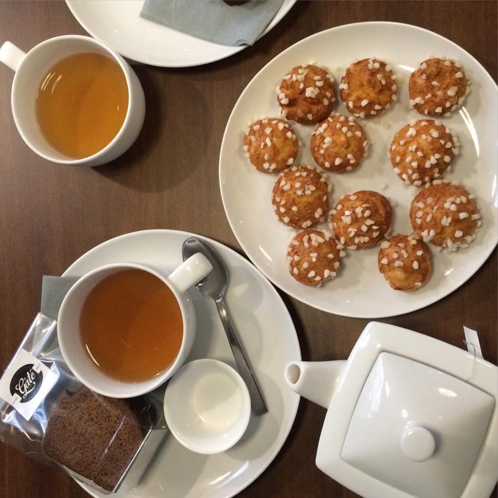 notre table de petit déjeuner avec Chiara
