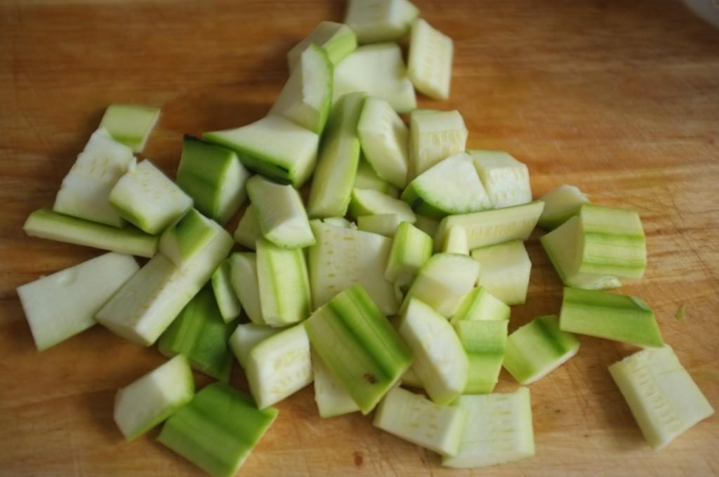 Les courgettes pelées, grossièrement épépinées et coupées en petits morceaux.