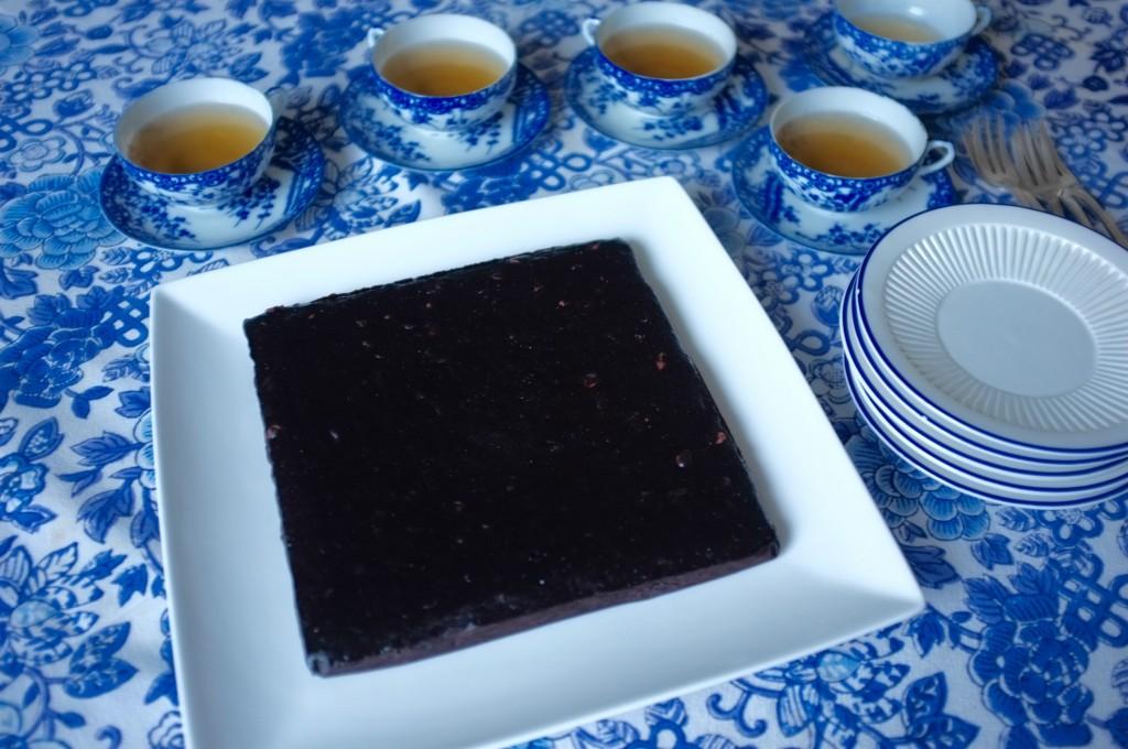 Le brownie sans gluten des copines, sera coupé en 12 petites tranches