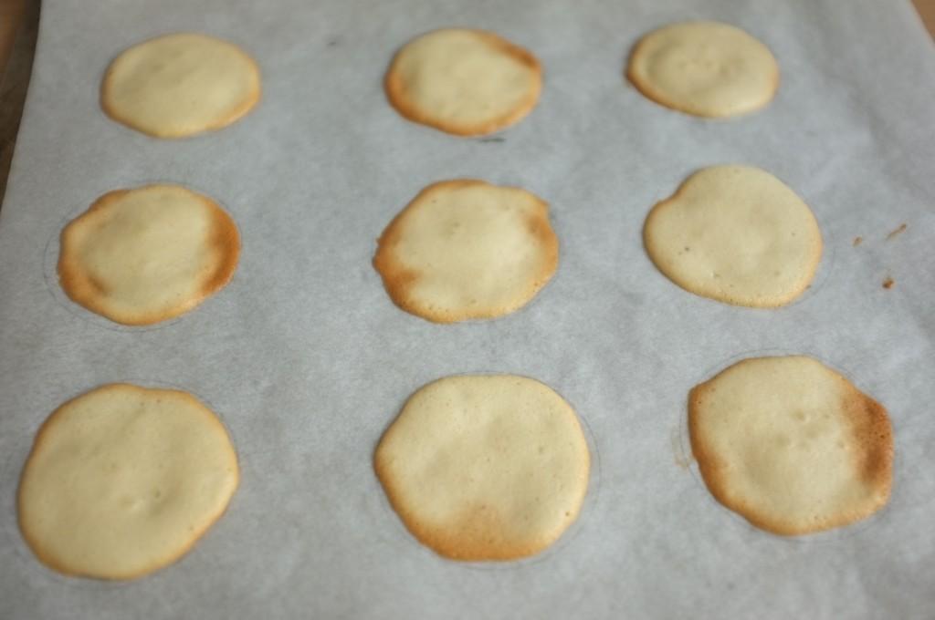 """Les """"fortune cookies"""" chinois sans gluten à la sortie du four"""