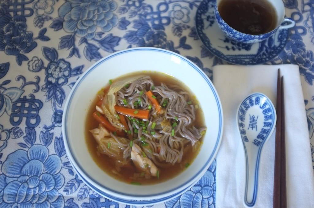 Ma soupe asiatique des jours de pluie, où j'utilise le miso blanc. Je mettrai bientôt ma recette sur le blog...