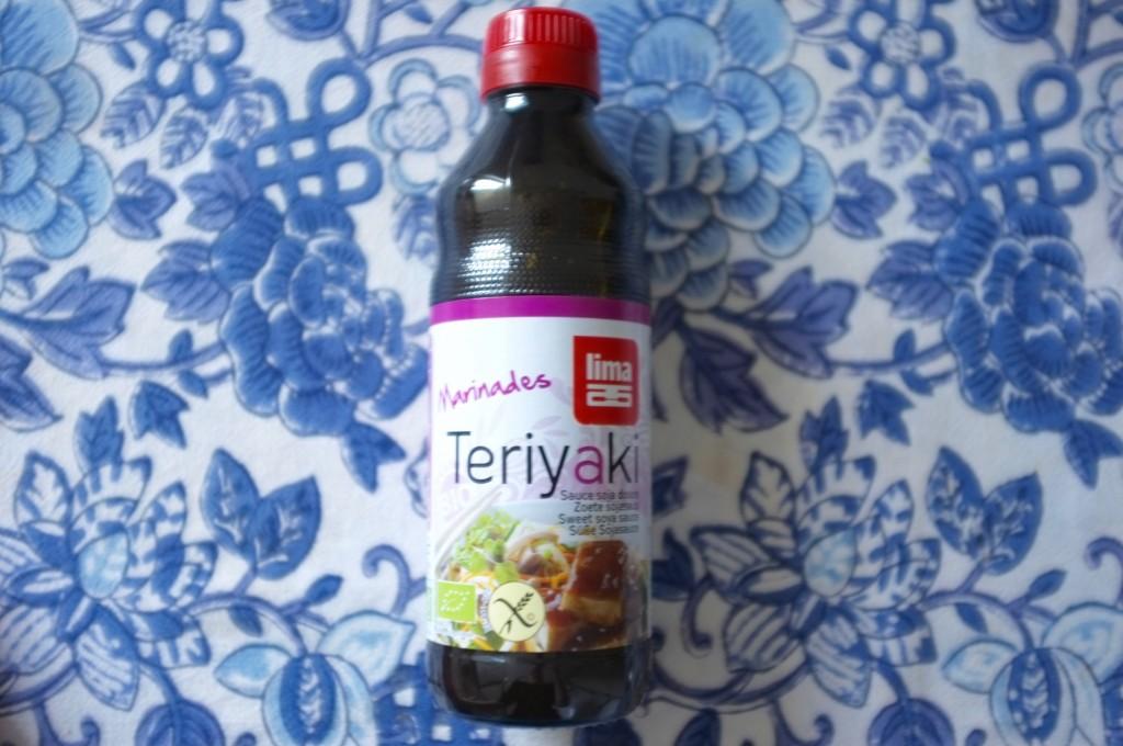 La sauce tériyaki certifiée sans gluten de LIMA pour préparer sur poulet ....