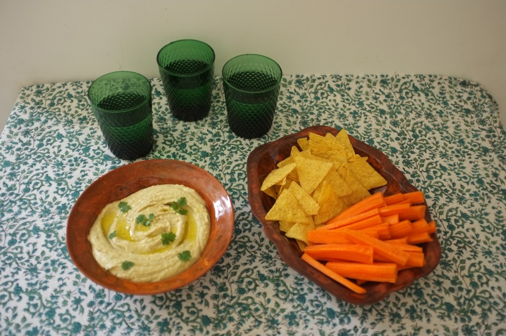 Le humous que je prépare vraiment très souvent pour l'apéritif du week-end ( où comment faire manger des crudités à mon fils)...