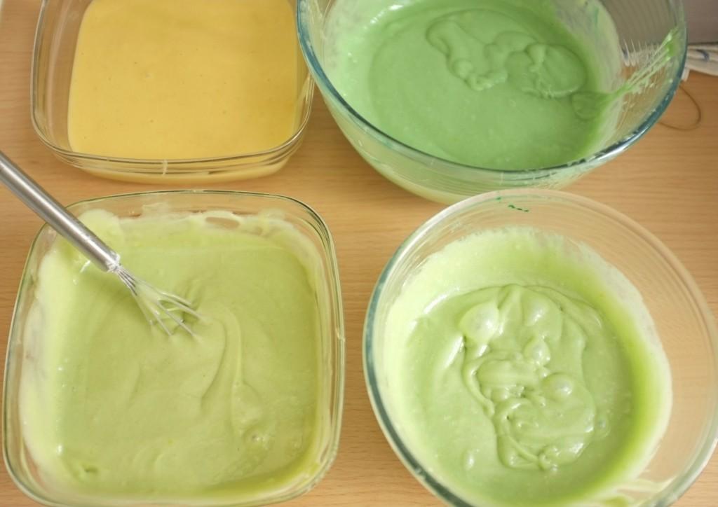 Les 3 saladier de pâte sans gluten sont coloré dans des teintes différentes
