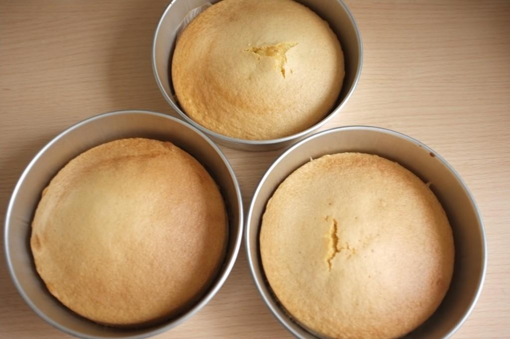 Les trois génoises sans gluten à la sortie du four