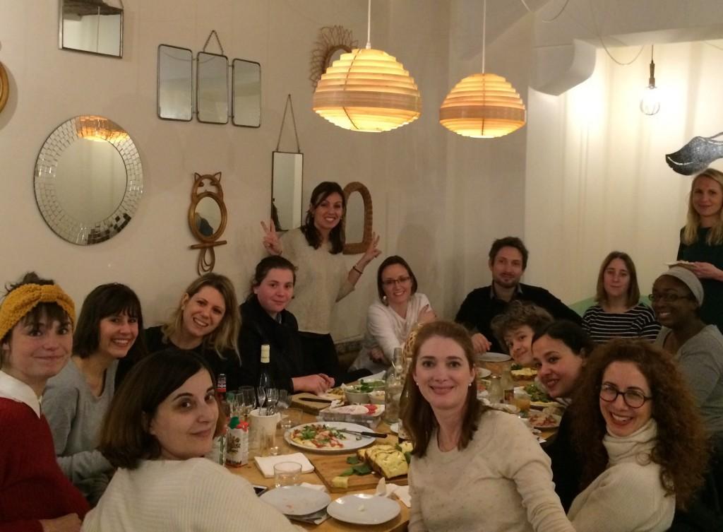 """L'équipe de SAAPS et nous les blogueuses/blogueur """"sans"""" en réunion de préparation."""
