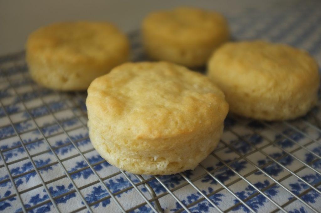 Les muffins anglais Sans gluten sont bien gonflé et moelleux