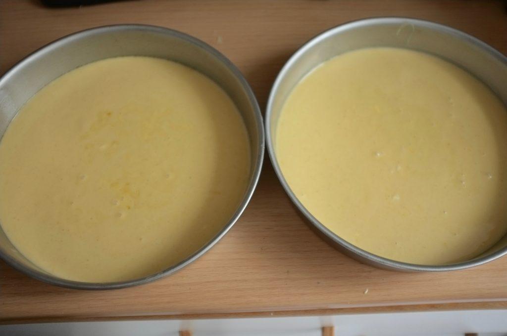 Les deux génoises sans gluten avant d'être enfournées, pour ce gâteau d'anniversaire.