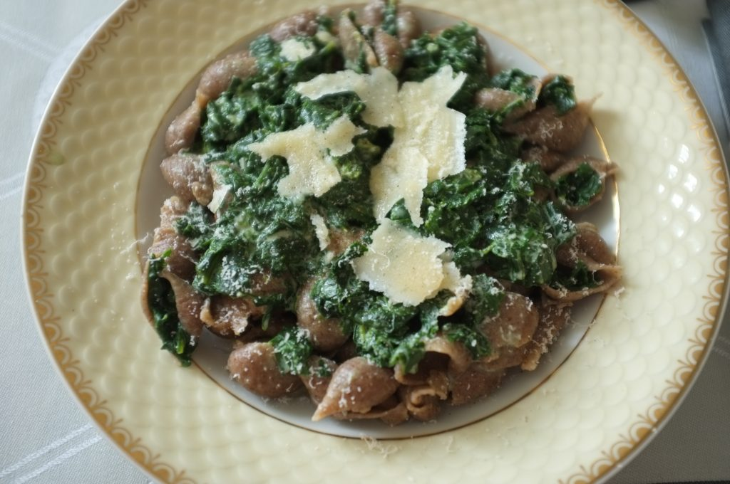 Ces pâtes au lin sont un régale et transforme une simple sauce aux épinards en une plat sophistiqué et gourmet.