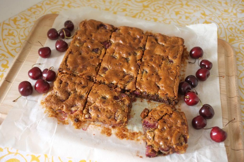 Le gâteau sans gluten cerise et chocolat