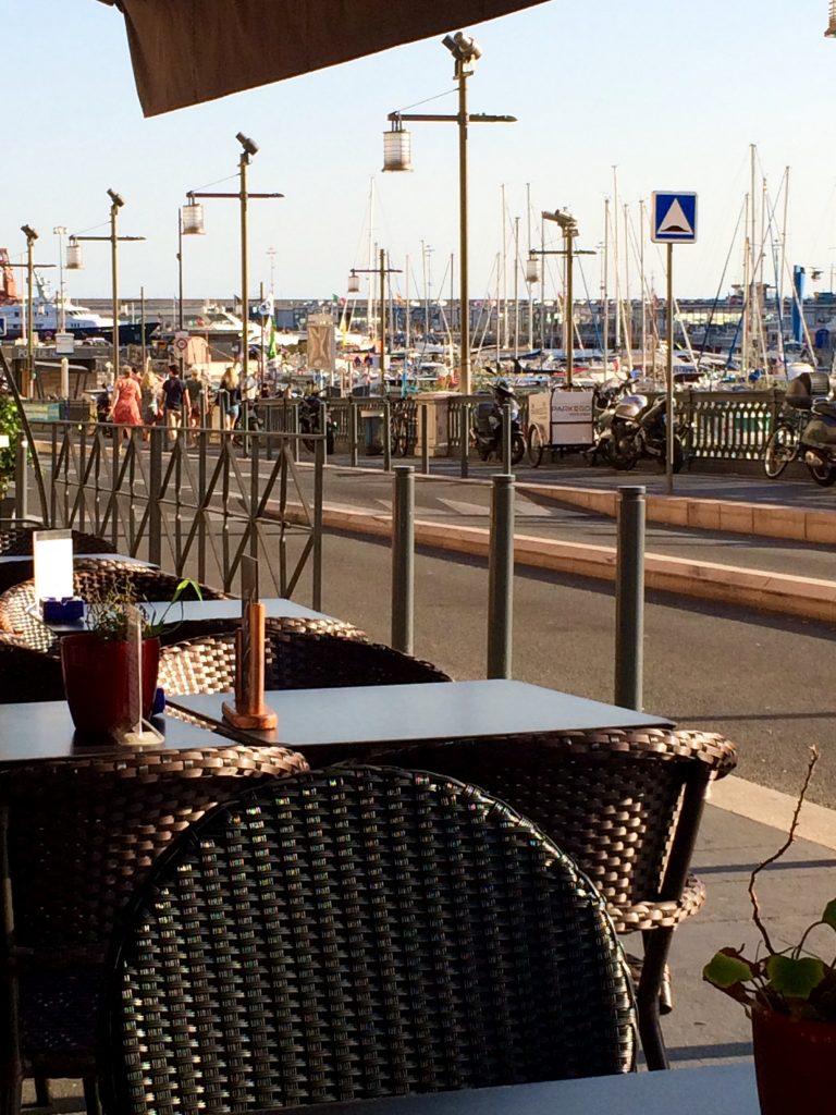 La terrasse de Gigi sur le vieux port.
