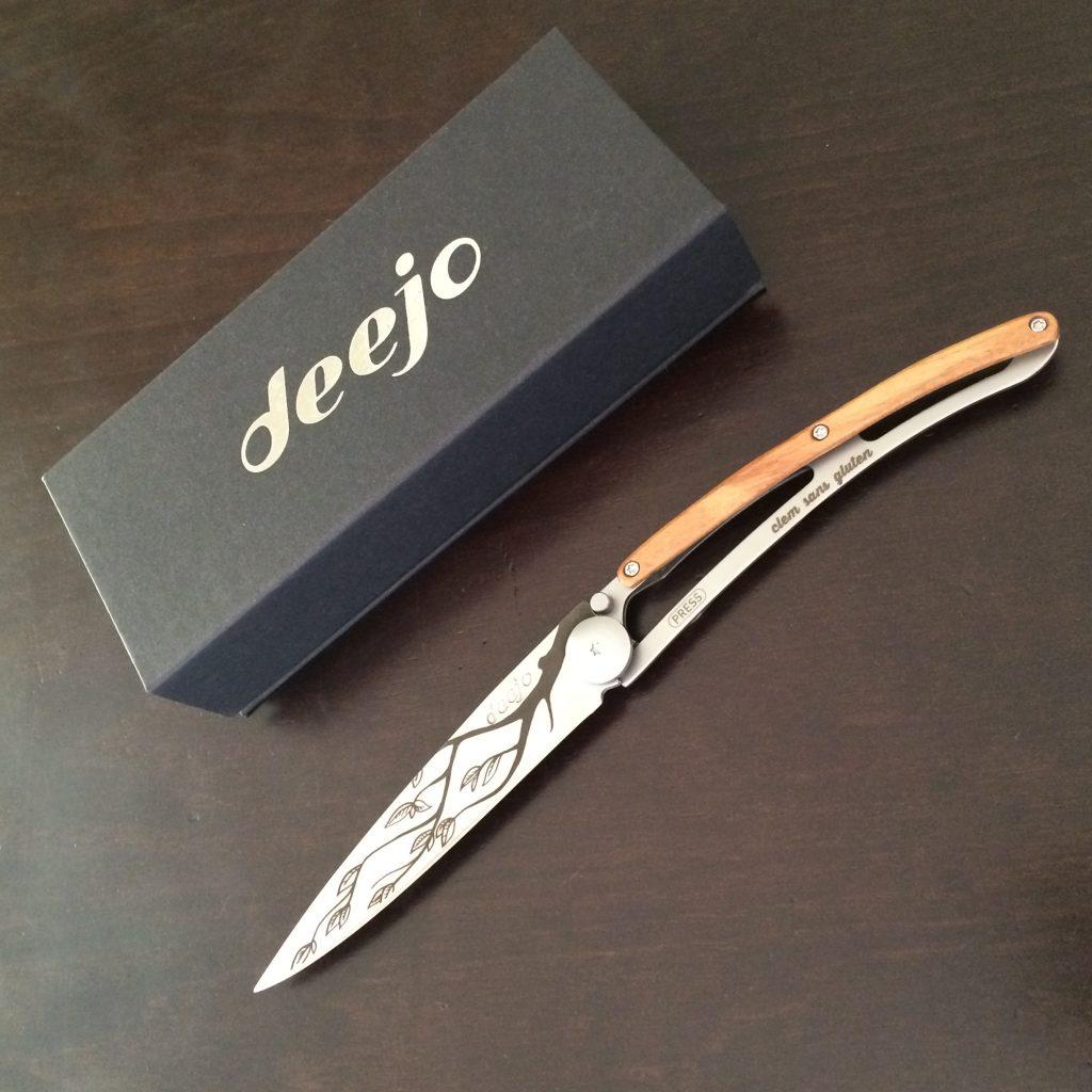 Mon couteau Dejjo, reçu dans cette boite.