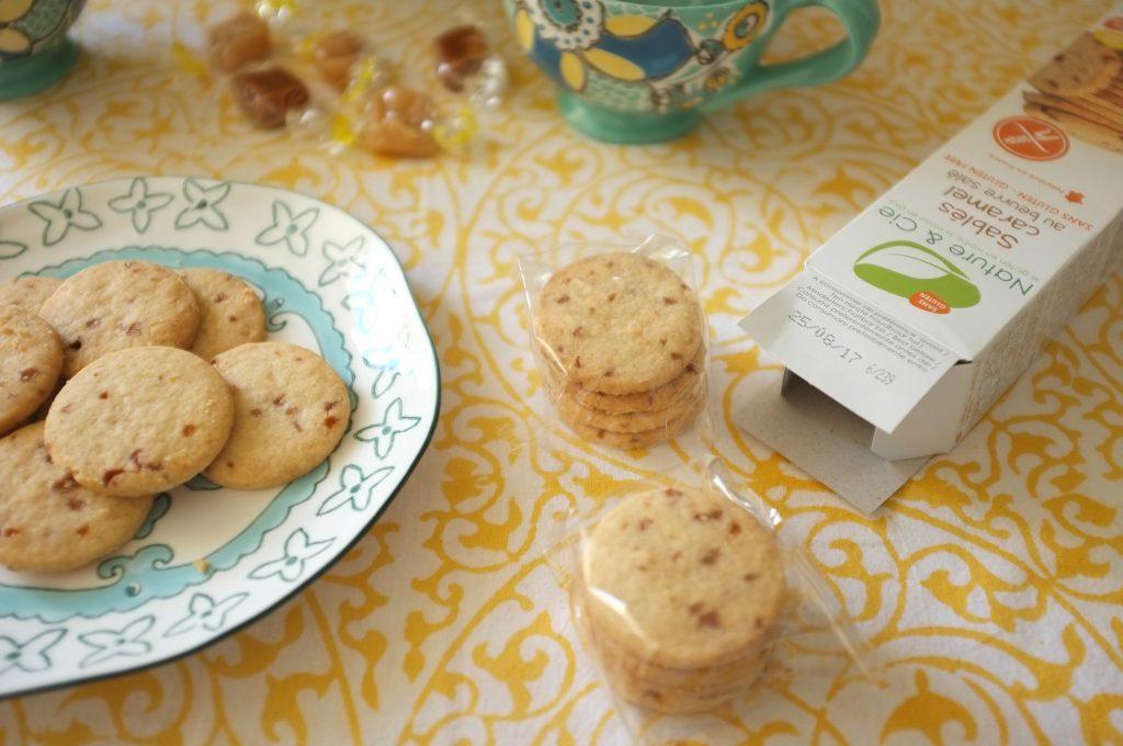 Les biscuit sablés caramel pour accompagner une tasse de thé.