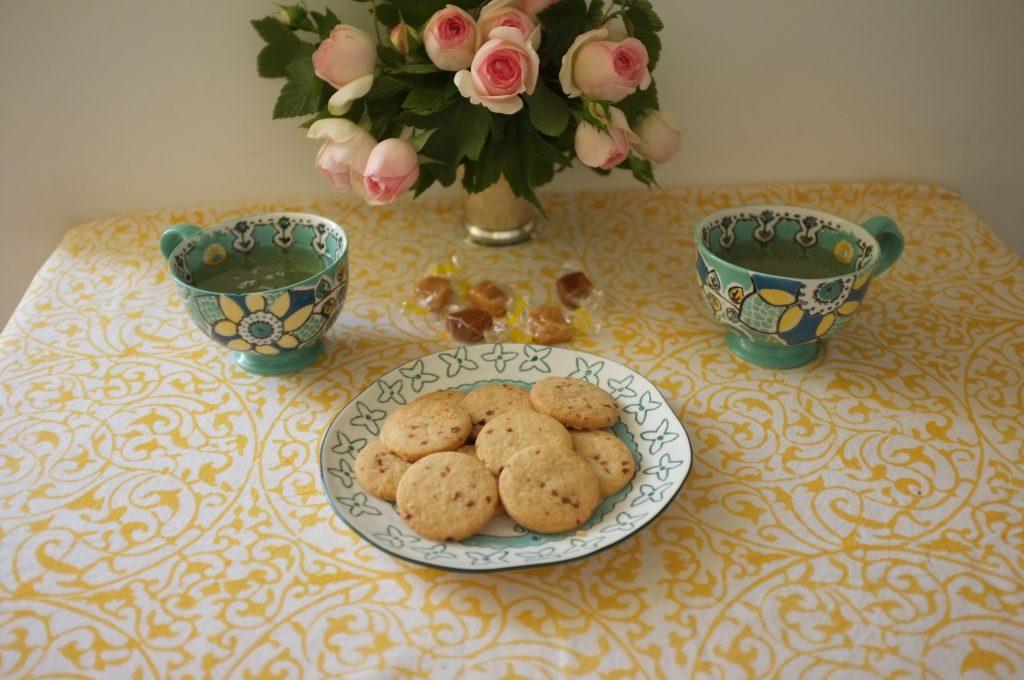 Les biscuits sablés caramel pour accompagner notre thé.