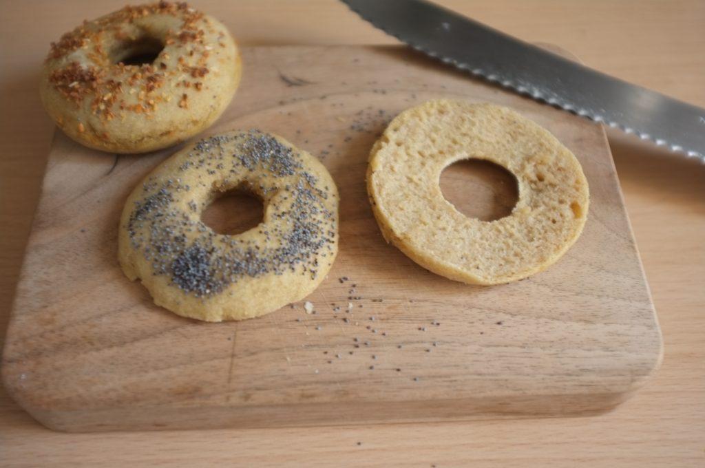 La mie sans gluten des bagels est tendre et d'une belle couleur.
