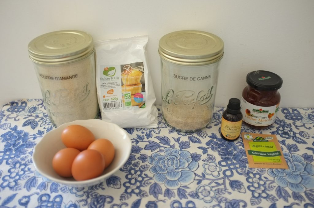 Les ingrédients sans gluten pour confectionner les biscuits barquette à la confiture.