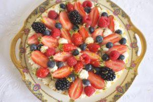 le gâteau sans gluten au citron et fruits rouges