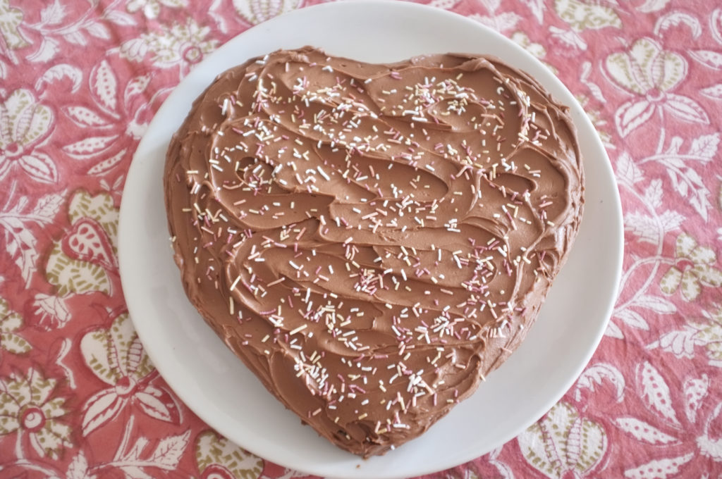 Recette sans gluten de moelleux au chocolat. Une recette facile et délicieuse pour un beau gâteau en forme de coeur.