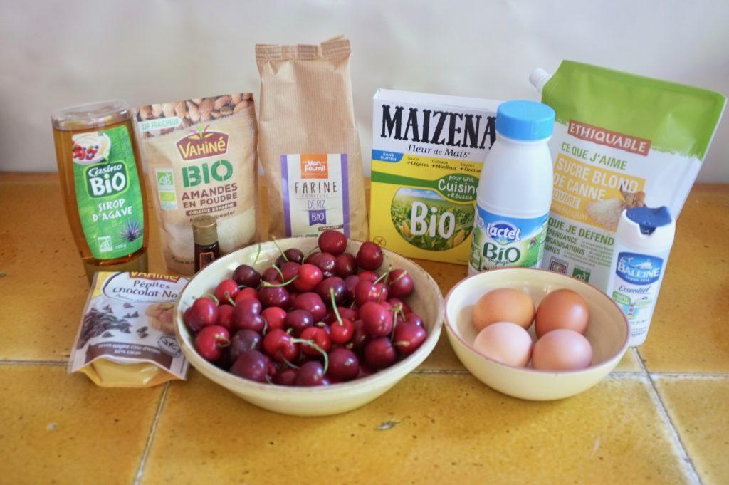 Les ingrédients pour le clafoutis sans gluten aux cerises et pépites de chocolat
